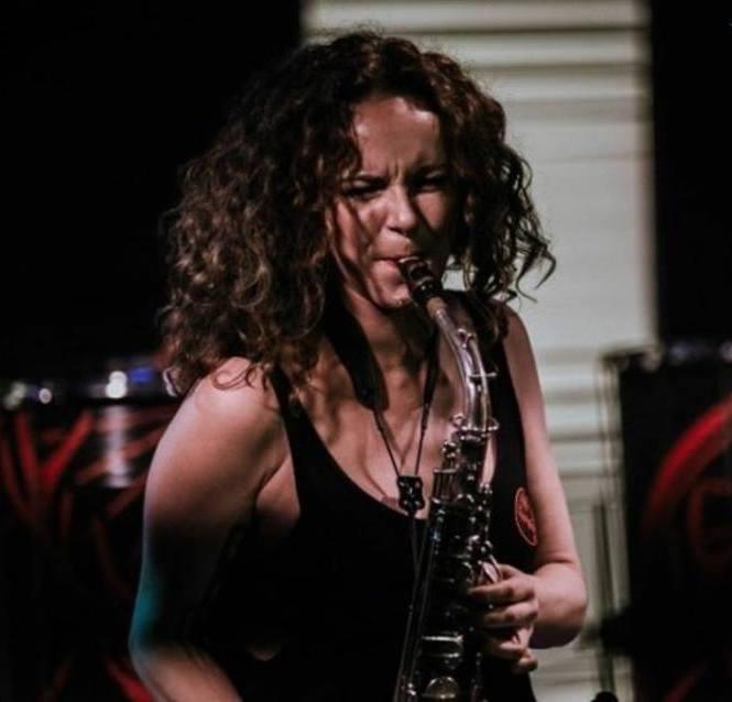 Miriam Dirr Saxophonistin