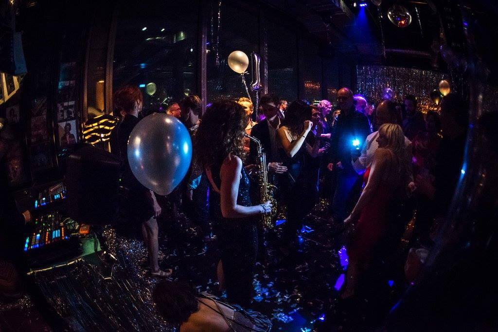 Party-Saxophonistin Miriam
