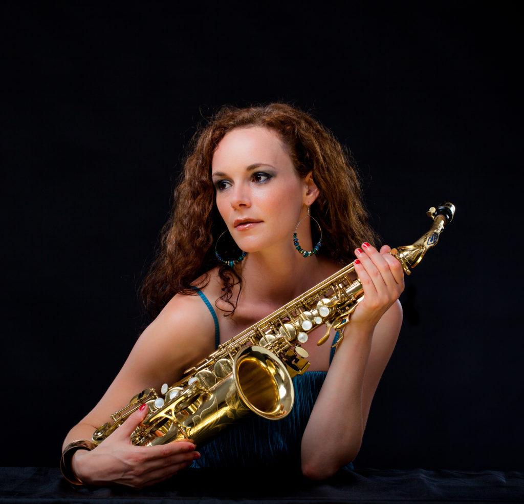 Saxophonistin Miriam Dirr