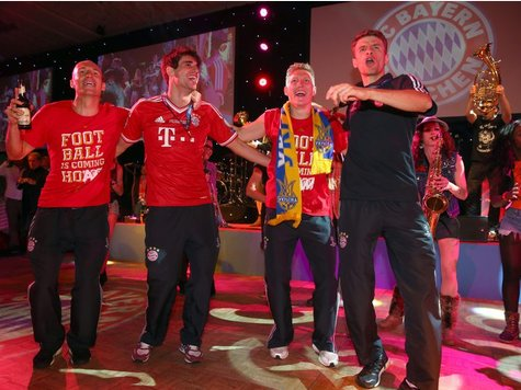 Saxophonistin Miriam Dirr @ FC Bayern Champions League Finale