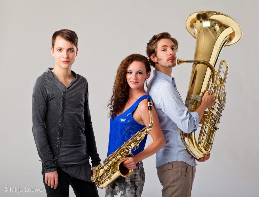 Saxophonistin Miriam Dirr & Brass Trio BEM!