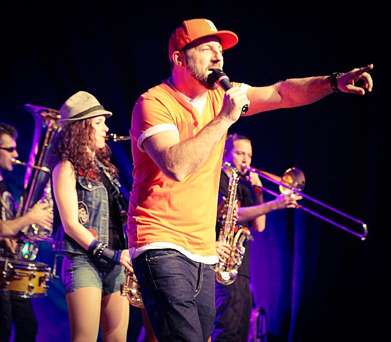Saxophonistin Miriam Dirr & Das Bo