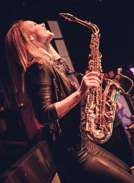 Saxophonistin Miriam